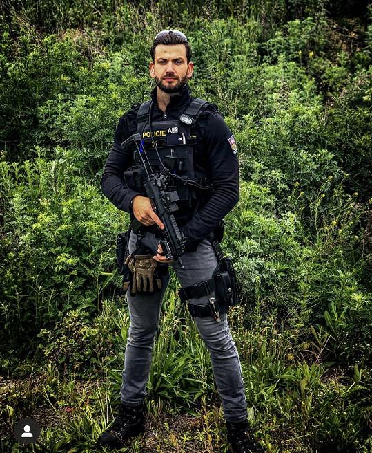 David v rámci své policejní profese pomáhá na Moravě.