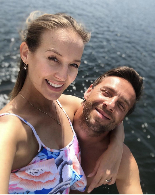 Miminko čeká s manželem, Romanem Vojtkem.