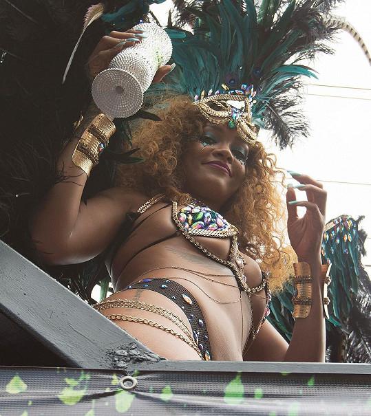 Rihanna na Barbadosu během Kadooment Day Parade