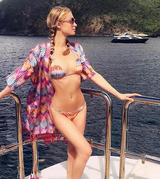 Paris Hilton vystavila své štíhlé tělo.