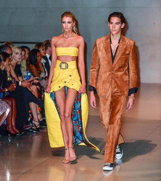 Paris Brosnan a Stella Maxwell předváděli na charitativní akci Fashion For Relief. Reprezentovali značku Chrome Hearts.