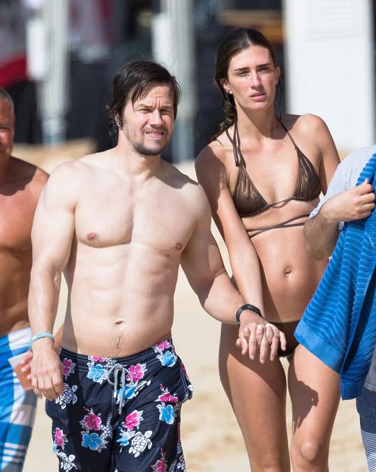 Mark tráví s manželkou dovolenou na Barbadosu.