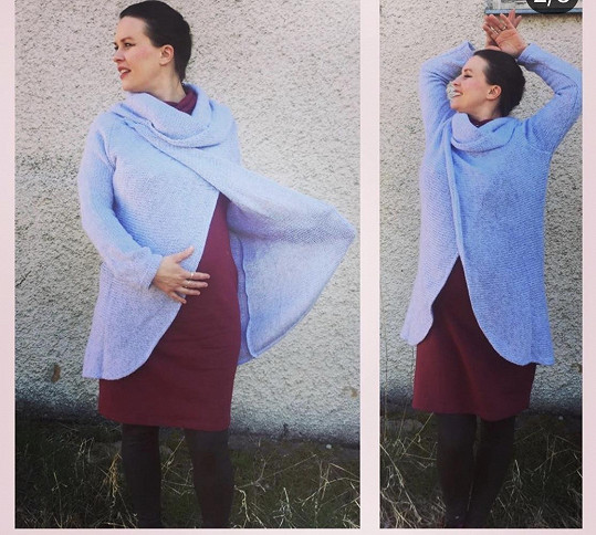 Kristýna v šedém kardiganu, který si oblekla přes těhotenské šaty.