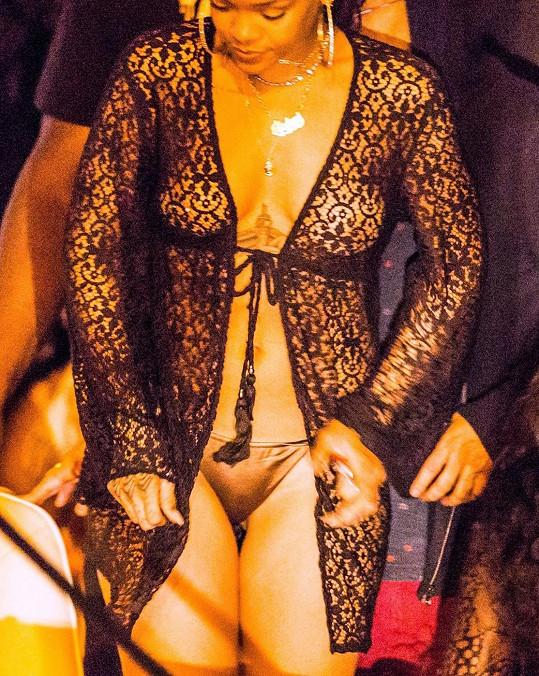 Rihanna tráví konec roku v Karibiku.