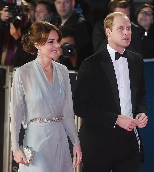 Kate s manželem Williamem na premiéře bondovky Spectre