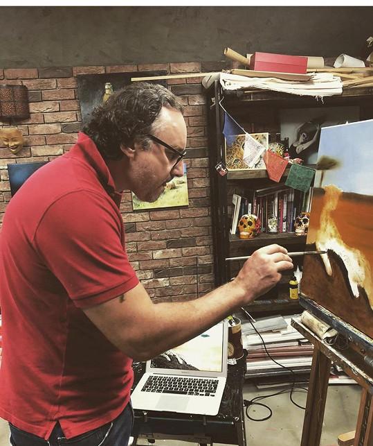 Sám totiž začal malovat.