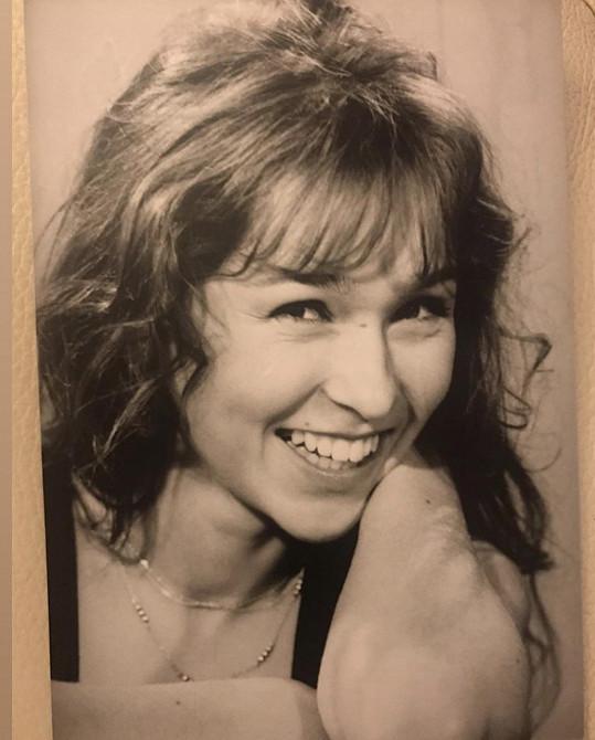Začala hrát v plzeňském divadle.