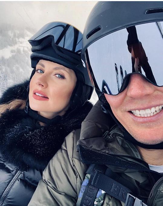 Tomáš Berdych s manželkou lyžují v Rakousku.