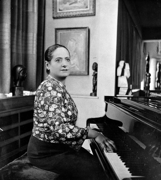 Předlohou hry byl život podnikatelky Heleny Rubinstein.