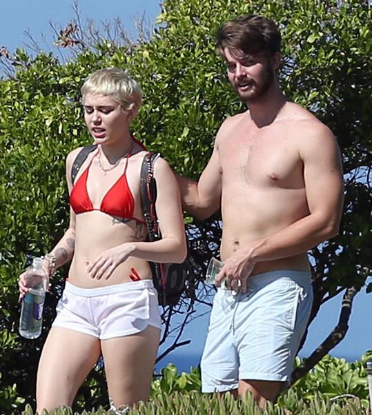 Patrick loni randil s Miley.