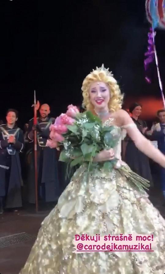 Natálku kytice od kolegů v muzikálu Čarodějka dohnala k slzám.
