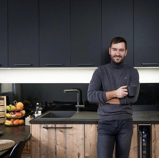 Marek Ztracený se vrhl na rekonstrukci kuchyně.