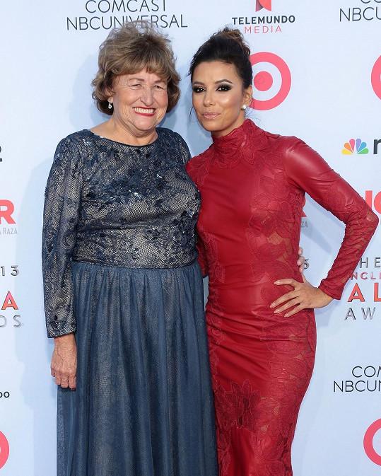 Eva Longoria s maminkou, kterou často bere do společnosti.