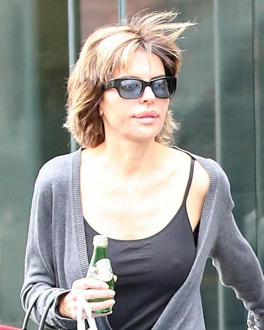 Lisa Rinna nakupovala v pohodlném tílku.