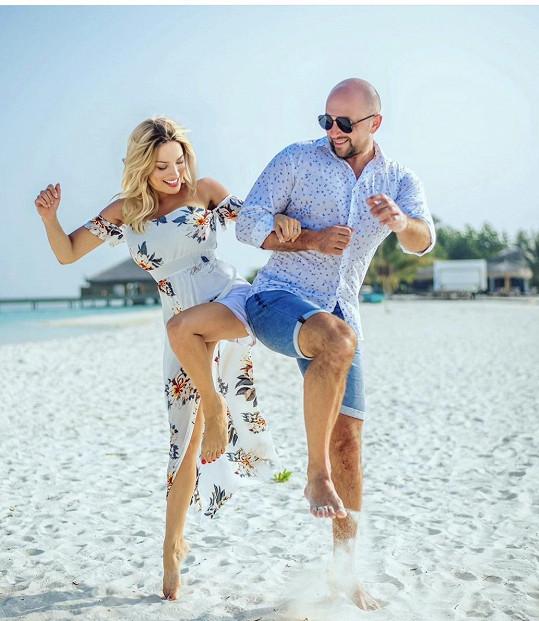 Eva se snoubencem Ivanem Heckem na snímku z opravdu dlouhé dovolené na Maledivách
