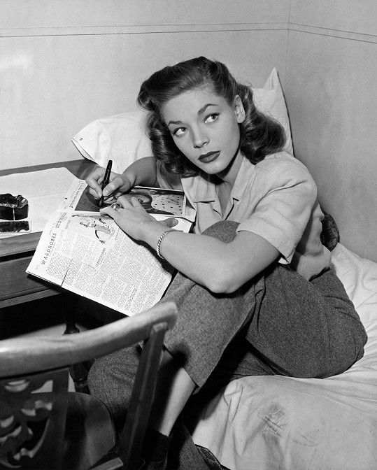 První autogramy po úspěchu filmu Mít a nemít (1944).