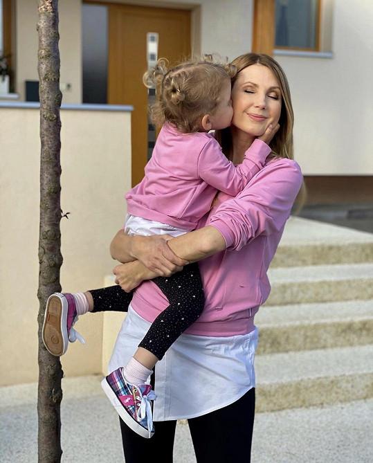 Bratříčka se dočká její dcera Emilka.
