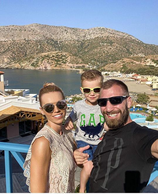 Na dovolenou do Řecka vyrazila s manželem a synem.