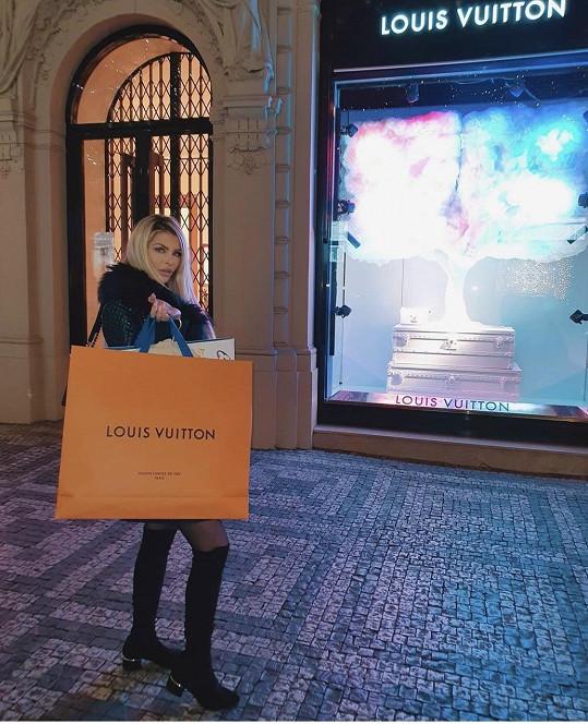 Na uvítanou dostala luxusní dáreček.