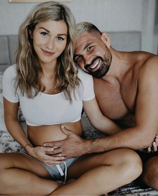 Těší se na narození syna.