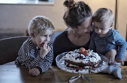 Andrein druhorozený syn Jáchym slavil první narozeniny. Maminka mu upekla dort, první narozeninový.