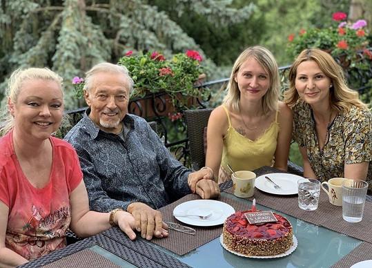 Dominika Gottová s tátou Karlem, sestrou Lucií a Ivanou Gottovou