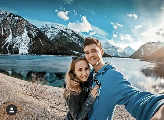 Denisa Grossová s přítelem Robinem Puškášem.
