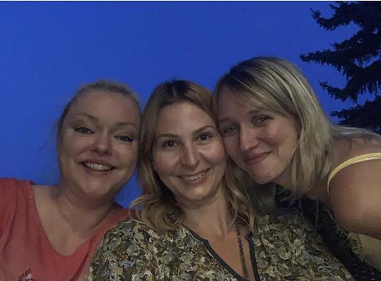 Dominika Gottová (vlevo) s Ivanou Gottovou a sestrou Lucií