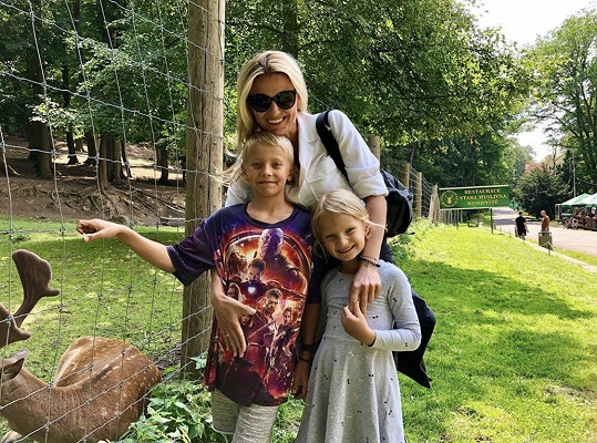 Jitka Kocurová se svými dětmi