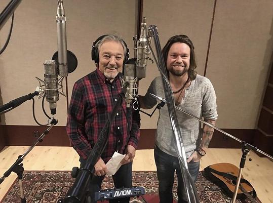 Gott s Krajčem během nahrávání písně Vánoční