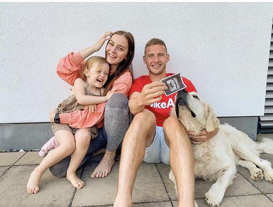 Tereza Kadeřábková před pár dny prozradila, že je v šestém měsíci těhotenství. Tříletá Ema bude mít sestřičku nebo bratříčka.