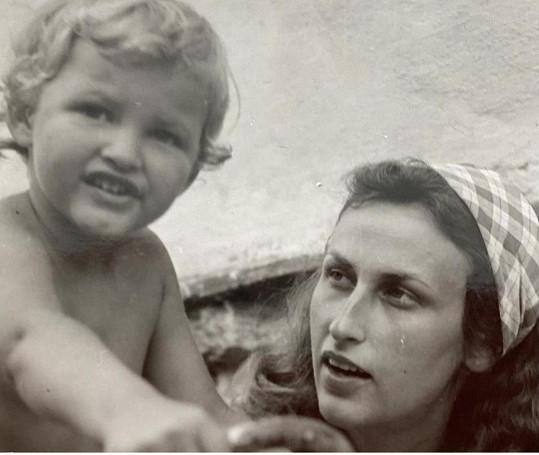 Tereza Maxová se svojí maminkou na archivním snímku