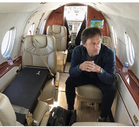 Pavol Habera se domů dostal soukromým letadlem.