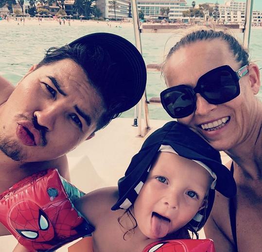 Martina Gavriely si užívá s rodinou na dovolené.