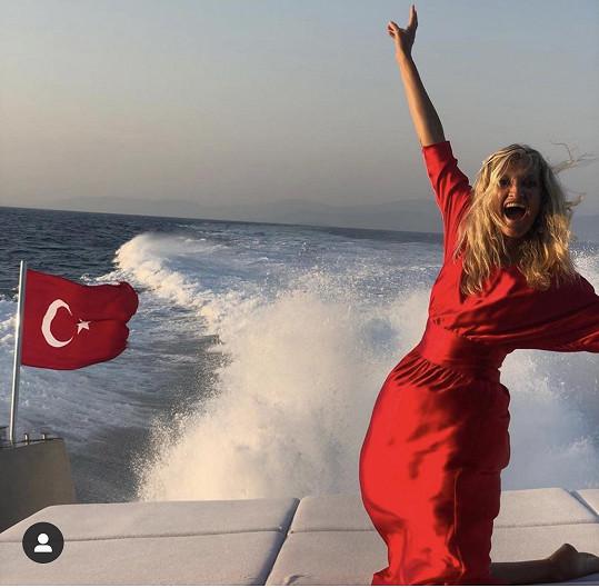 Tereza vyrazila na plavbu lodí.