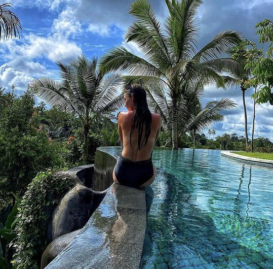 Nikol si užívá dovolenou na Bali.