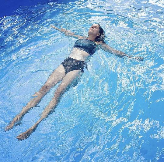 Laďka si užívala teplé dny v bazénu.