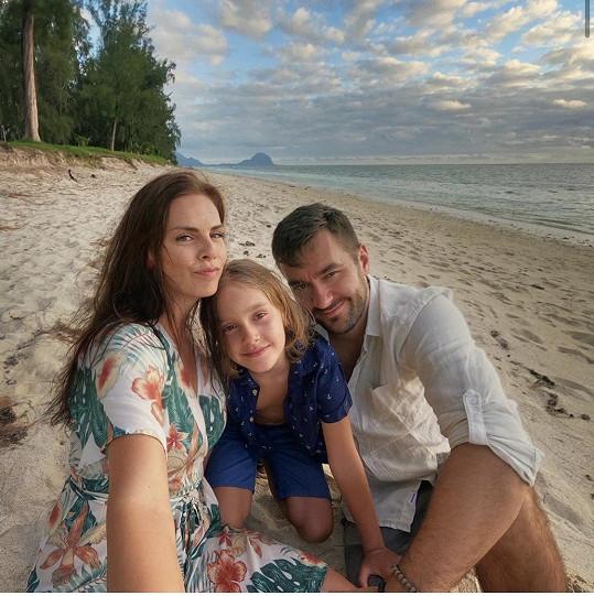 Marek je s přítelkyní Marcelou a synem na Mauriciu.
