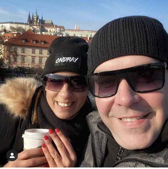 O ruku ji požádal 1. února na Karlově mostě.
