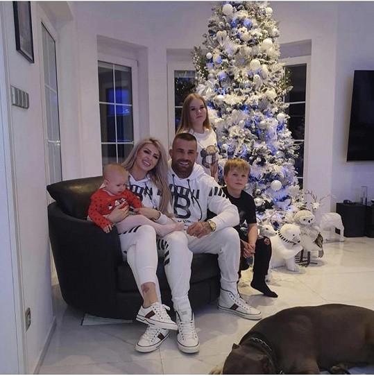 Karlos měl doma na Vánoce všechny děti.