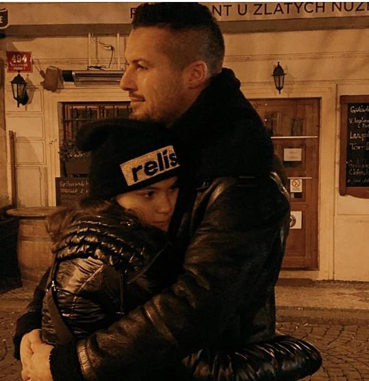 Zdeněk má s dcerou opět hezký vztah.