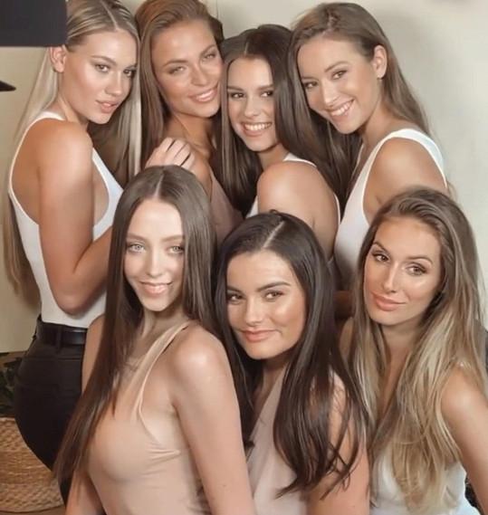 Stále pracuje. Byla přítomna focení profilových fotek prvních sedmi finalistek nového ročníku České Miss.