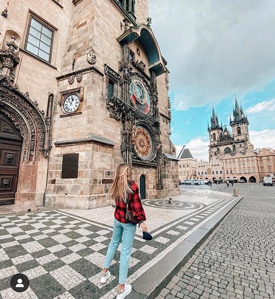 Modelka už je zpátky v Praze.
