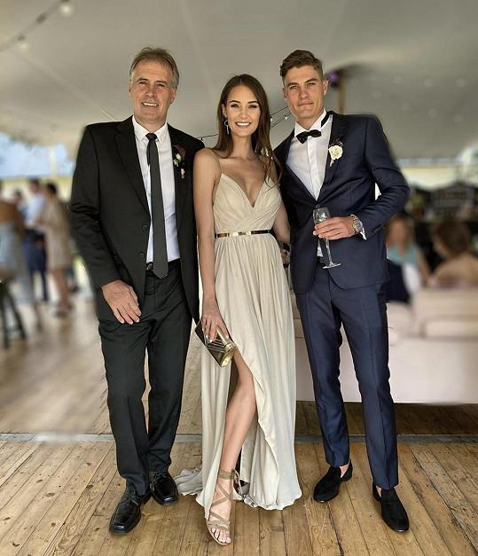 Kristýna s tatínkem a slavným bratrem Patrikem Schickem