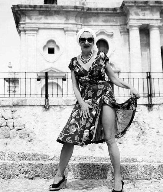 Tady herečku stylizovala do Sophie Loren.