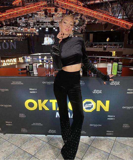 Kundosaki, občanským jménem Kateřinu Klinderovou, známe jako zápasnici MMA.