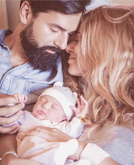 Nikol s manželem a dcerou