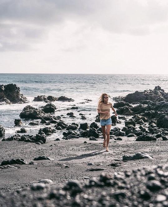 Modelka a blogerka si dala za úkol zmapovat nejkrásnější pláže na ostrovech Lanzarote a Fuerteventura.