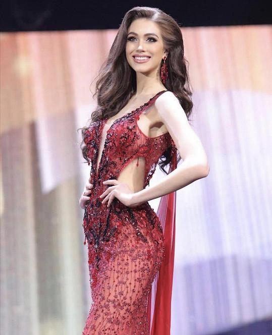 Denisa Spergerová na finále vynesla šaty thajského návrháře.