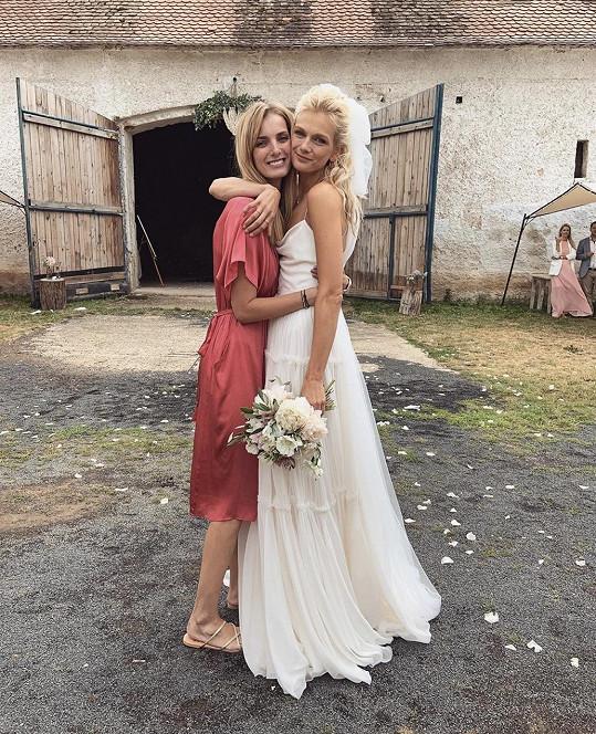 Zuzana se svojí blízkou kamarádkou, modelkou Denisou Dvořákovou